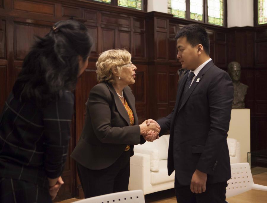Actual Actual Carmena se reúne con directivos del grupo empresarial chino Tiens