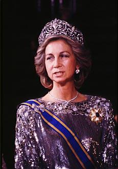 Corazon Corazon La reina Letizia se pone por primera vez la Tiara de Lis, con el emblema de los Borbones, la pieza más importante del joyero real