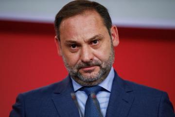 """Actual Actual Entrevista en RNE El Gobierno prevé extender el estado de alarma más allá de 15 días porque no serán """"suficientes"""""""